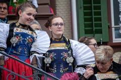Die Älplerfrauen lauschen den Älplersprüchen. (Bild: Edi Ettlin (Buochs, 28. Oktober 2018))