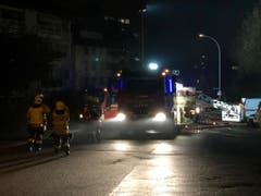 Die Feuerwehr ist mit einem Grossaufgebot vor Ort. (Bild: Flurina Valsecchi, 28. Oktober 2018)