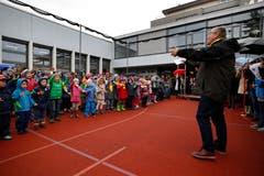 Neuheimer Schüler singen zur Einweihung. (Bild: Stefan Kaiser (Neuheim, 27. Oktober 2018))