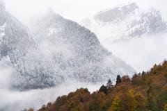 Frisch verschneite Landschaft bei Guendlischwand. (Bild: Anthony Anex/Keystone (28. Oktober 2018)