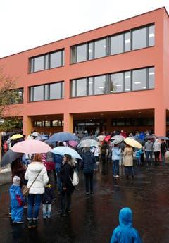 Das neue Schulhaus ist mit dem alten verbunden. (Bild: Stefan Kaiser (Neuheim, 27. Oktober 2018))