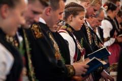Nach dem Mittagessen besuchen die Älpler die Dankandacht in der Kirche.Bild: Edi Ettlin (Buochs, 28. Oktober 2018)
