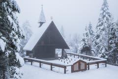Wintereinbruch im Alpstein. Bergkapelle beim Plattenbödeli. (Bild: Franz Häusler)