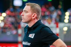 Schweizer Trainer Michael Suter ist zufrieden mit seinem Team: mit diesem Sieg steht die Tür zur EM 2020 offen.Bild: Marc Schumacher/Freshfocus (Zug, 28. Oktober 2018)