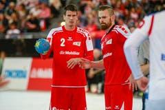 Zwei Schlüsselfiguren im schweizerischen Team: die grossgebauten Spieler Andy Schmid (links) und Alen Milosevic. Bild: Marc Schumacher/Freshfocus (Zug, 28. Oktober 2018)