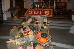 Dankbarkeit in der schön geschmückten Kirche.