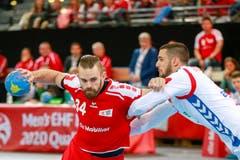 Als Kreisläufer hat Alen Milosevic (links) viel Körperkontakt von den gegnerischen Spielern.Bild: Marc Schumacher/Freshfocus (Zug, 28. Oktober 2018)