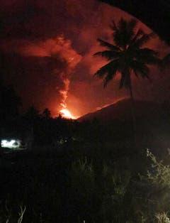 Noch ordneten die Behörden keine Evakuationen an. (Bild: AP Photo/Yehezkiel Dondokambey)