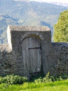 Das Tor zu den Reben in Maienfeld. (Bild: Reto Schlegel)