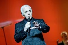 Mit Sänger und Schauspieler Charles Aznavour ist einer der letzten grossen Vertreter des klassischen Chansons mit 94 Jahren gestorben. Bis ins hohe Alter begeisterte der französisch-armenische Künstler sein Publikum. Mit Liedern wie «La Bohème» und «Emmenez-moi» wurde er zum Weltstar. Weltweit hat er über 180 Millionen Platten verkauft. Bild: Jacek Turczyk/EPA