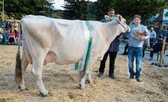 Besitzer Hans Pernet, Haag (rechts), hat mit Kuh Saphira die Miss Buchs 2018 heimführen können. (Bilder: Hansruedi Rohrer)