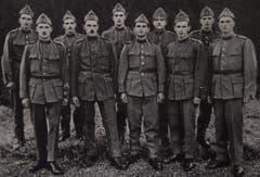 Die zehn Söhne von Burkhard und Emma Huwyler als wackere Wehrmänner im Jahr 1938. (Bild: PD)