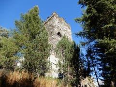 """Der Aufstieg zum """"Turm der Herren"""" hat sich auf jeden Fall gelohnt, auch """"Frauen"""" können hier oben die wunderschöne Aussicht auf das Dorf Hospental geniessen. (Bild: Margrith Imhof-Röthlin (Hospental, 8. Oktober 2018))"""