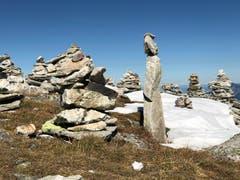 Auf einer Herbstwanderung mit Kaiserwetter entdeckte Steinmadonna inmitten der vielen Steinmännchen. (Bild: Cécile Hüsler (Pizolgebiet, 9. Oktober 2018))