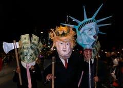Der US-Präsident hält als Sujet her. (Bild: Jason Szenes/EPA (New York, 31. Oktober 2018))