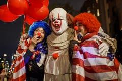 Grausig: Clowns posieren an der Halloween-Parade im New Yorker Greenwich Village. (Bild: Andres Kudacki/AP (New York, 31. Oktober 2018))