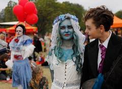 In Johannesburg, Südafrika, feierten Hunderte Halloween im George-Hay-Park. (Bild: Kim Ludbrook/EPA (Johannesburg, 31. Oktober 2018))