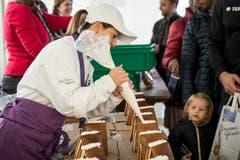 Mengenweise Zuckerguss diente für die Häuschen als Bauleim. (Bild: Manuela Jans-Koch, Malters, 10. November 2018)