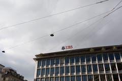 Im Steuerhinterziehungsprozess gegen die UBS in Paris fordert der französische Staat eine Entschädigung von 1,6 Milliarden Euro. Zudem droht weiteres juristisches Ungemach: Die UBS rechnet mit einer Klage durch das US-Justizministerium wegen angeblich fauler Hypothekengeschäfte. Bild: Gaetan Bally/Keystone