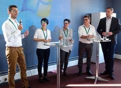 Patrik Terzer, Barbara Gmünder (KESB), Rita Batliner und Manuelo Garibaldi (Berufsbeistandschaft) stellen sich den Fragen von Moderator Stefan Meier (von links).