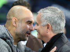 Sie stehen für verschiedene Spielphilosophien: Pep Guardiola (links) und José Mourinho. Am Sonntag war Guardiola der Sieger im Duell der iberischen Gurus (Bild: KEYSTONE/EPA/NIGEL RODDIS)