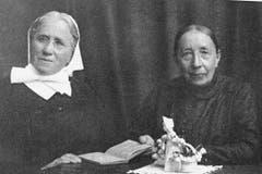 Katharina Vetsch (rechts) mit ihrer Hausgenossin Schwester Maria Sonderegger, mit der sie nach dem Tod ihrer Mutter zusammenlebte. (Bild: Archiv Kulturkommission Grabs)