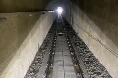 Ein Blick zurück durch den Mühleggbahn-Tunnel. Es ist offensichtlich, dass die ehemalige «Tropfsteinhöhle», wie die Tunnelröhre von Fahrgästen ab und an spöttisch betitelt wurde, gründlich saniert ist.