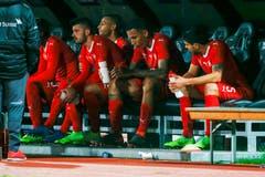 Enttäuschung bei Albian Ajeti, Djibril Sow, Leo Lacroix und Loris Benito (von links) nach dem Spiel. (Bild: Marc Schumacher / Keystone (Lugano, 14. November 2018))