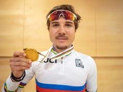 Marc Hirschi ist Rad-Strassen-Weltmeister in der U23-Kategorie (Bild: KEYSTONE/EPA/DANIEL KOPATSCH)
