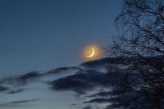 Leuchtende Sichel im Leermond im Speicher. (Bild: Hansjörg Nüesch)