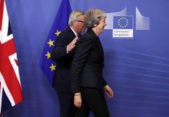 Vor dem Brexit-Gipfel haben sich die Unterhändler der EU und Grossbritanniens auf eine politische Erklärung zu den künftigen Beziehungen nach dem Brexit geeinigt – aber sie sind noch längst nicht am Ziel. Die Unterhändler verständigten sich auf eine Option, die zunächst bis Ende 2020 vorgesehene Übergangsphase nach dem Brexit einmal um «bis zu einem oder zwei Jahre» zu verlängern. Bild: Olivier Matthys/AP