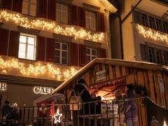 Der Glühweinstand in Lichtensteig - wegen des Umzugs der Gemeinde dieses Jahr an neuem Ort - öffnete am 24. November zum ersten Mal. (Bild: Sascha Erni)