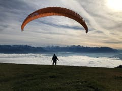 Ab in den Nebel. Start vom St. Anton aus. (Bild: Renate Wachsmuth)
