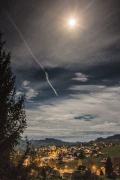 Mondlicht über Speicher. (Bild: Hans-Jörg Nüesch)
