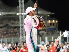 Lewis Hamilton lässt sich auch nach dem letzten Saisonrennen als Sieger feiern (Bild: KEYSTONE/EPA/SRDJAN SUKI)