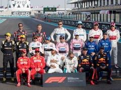 Die 20 Formel-1-Stammfahrer von 2018 stellen sich letztmals zum Gruppenfoto (Bild: KEYSTONE/EPA/VALDRIN XHEMAJ)