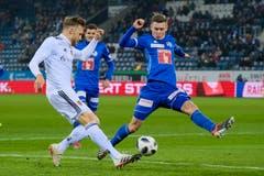 Silvan Sidler (rechts) - Linker Verteidiger - Note 4Er fällt durch seinen enormen Einsatz auf. Wertvolle Spielpraxis für den U21-Nationalspieler.(Bild: Martin Meienberger / Freshfocus (Luzern, 25. November 2018))