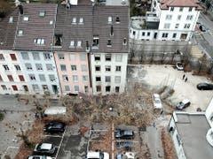 Das Brandunglück mit sechs Toten ereignete sich im Mehrfamilienhaus (rechts) in Solothurn. Die Brandursache ist noch unklar. (Bild: KEYSTONE/STEFAN LANZ)