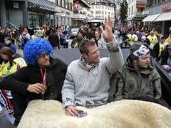 Drei NHL-Stars in Davos: Niklas Hagman, Joe Thornton und Rick Nash lassen sich bei der Meisterfeier 2005 durch die Stadt kutschieren (Bild: KEYSTONE/ARNO BALZARINI)