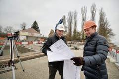 Auf Baustellenbesichtigung: Projektleiter Ernst Sennhauser und Inhaber Markus Krüger. (Bild: Donato Caspari)