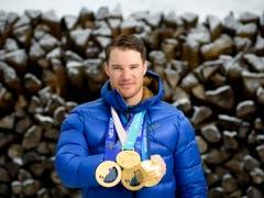 Mit dem Gewinn seiner insgesamt vierten Olympia-Goldmedaille schloss Dario Cologna in der ewigen Bestenliste zu Simon Ammann auf und avancierte dergestalt zum erfolgreichsten Schweizer Winter-Olympioniken aller Zeiten. Der 32-jährige Münstertaler war 2013 Schweizer Sportler des Jahres. (Bild: KEYSTONE/GIAN EHRENZELLER)