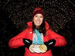 Wendy Holdener kehrte mit einem kompletten Medaillensatz von den Olympischen Spielen in Pyeongchang nach Hause. Neben Silber im Slalom gewann die 25-jährige Schwyzerin auch noch Bronze in der Kombination sowie Gold im Team-Wettkampf. (Bild: KEYSTONE/JEAN-CHRISTOPHE BOTT)