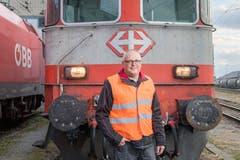 Begeistert von Eisenbahnen und von Rockmusik: der 48-jährige Beat Schaub. (Bild: Urs Bucher)
