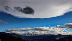 Wolkenzug über den Churfirsten und dem Alpstein vom Bendel aus gesehen (Bild: Ralph Brühwiler)