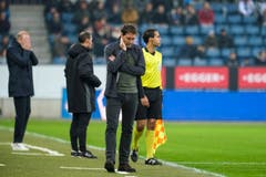 FCL-Trainer Rene Weiler mit nachdenklicher Miene während dem Spiel. (Bild: Martin Meienberger/freshfocus (Luzern, 4. November 2018))