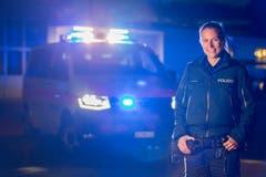 Die Polizistin Sabrina Schmitter ist im Kanton St.Gallen bei der Kantonspolizei. Zu ihren Aufgaben...(Bild: Raphael Rohner)