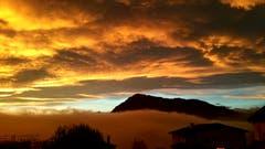 Am Morgen um kurz nach 7 Uhr – ein magischer, kurzer Moment; nicht mehr Nacht, noch nicht Tag. (Bild: Verena Vogt (Meierskappel, 6. November 2018))