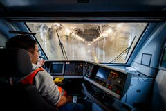 Die Anlage reinigt jährlich rund 25'000 Wagenkasten, schweizweit sind es rund 277'000 Wagenkasten. (Bild: KEYSTONE/Valentin Flauraud)