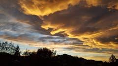 Sensationelle Wolkengebilde am Flawiler Abendhimmel. (Bild: Lydia Huber)