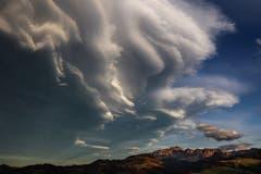 Aussergewöhnlicher Föhnhimmel über dem Säntis. Aufgenommen von Hemberg aus. (Bild: Ralph Brühwiler)